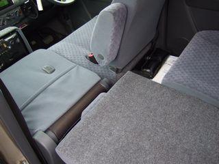 ワゴンRの助手席側のシートは前に90度倒れる